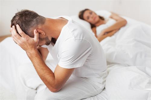 ناتواني جنسي مردان چيست ؟ دلایل و راه های درمان